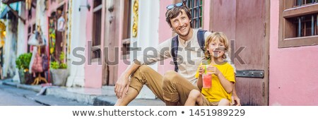 Bandeira longo formato pai filho turistas Foto stock © galitskaya