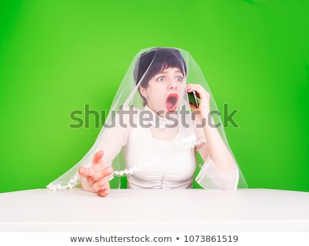 Verloofde praten mobiele telefoon kaukasisch mobiele telefoon Stockfoto © RAStudio