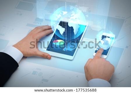 üzletember táblagép Föld hologram üzlet globalizáció Stock fotó © dolgachov