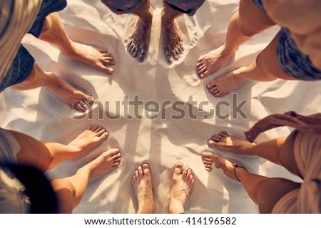 piedi · famiglia · spiaggia · famiglia · felice · uomo · sole - foto d'archivio © dashapetrenko