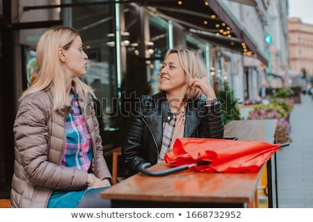 Spełniają ulicy Kafejka stałego przyjaźni Zdjęcia stock © IS2