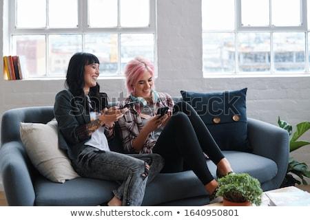 femme · souriante · smartphone · maison · personnes · communication - photo stock © dolgachov