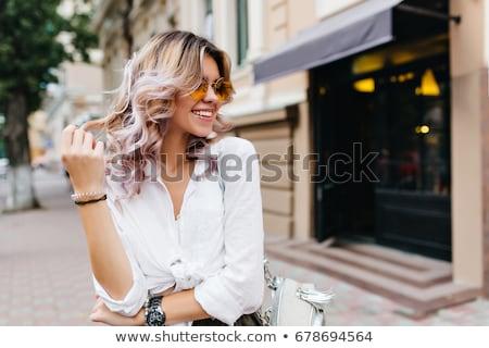 sorridere · giovani · capelli · biondi · punta · via · grigio - foto d'archivio © deandrobot