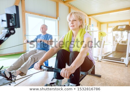Pareja de ancianos gimnasio remo máquina mejor Foto stock © Kzenon