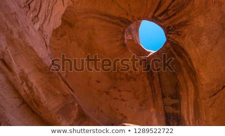 Valle agujero arenisca formación puesta de sol mirar Foto stock © weltreisendertj