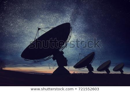 Satelitarnej dania cztery dołączone ściany stary dom Zdjęcia stock © mayboro1964