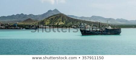 古い · さびた · 船 · 青 · 海 · 海岸 - ストックフォト © attiarndt
