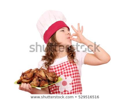feliz · little · girl · cozinhar · frango · asas - foto stock © goce