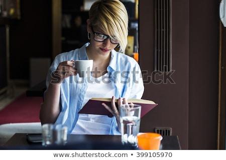 Сток-фото: довольно · молодые · Lady · сидят · кафе · чтение