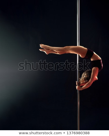 Foto stock: Jovem · esbelto · pole · dance · mulher · escuro