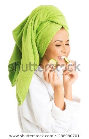 Glimlachende vrouw eten plakje komkommer portret jonge Stockfoto © LightFieldStudios