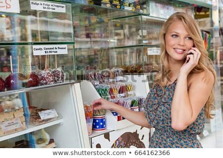 Adolescente celular confeitaria suporte verão retrato Foto stock © IS2