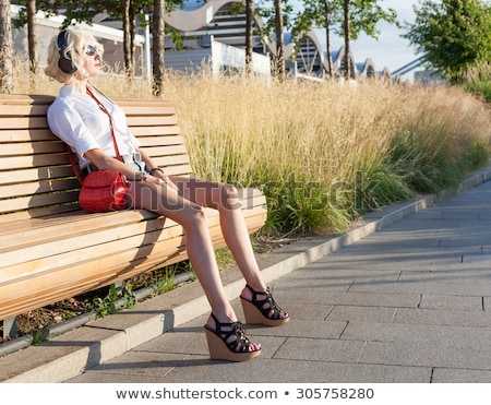 jovem · modelo · sofá · preto · elegante · roupa - foto stock © acidgrey