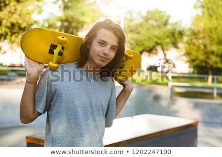 Foto belo patinador menino casual desgaste Foto stock © deandrobot