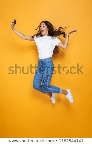 Fotografia piękna kobieta długo ciemne włosy uśmiechnięty Zdjęcia stock © deandrobot