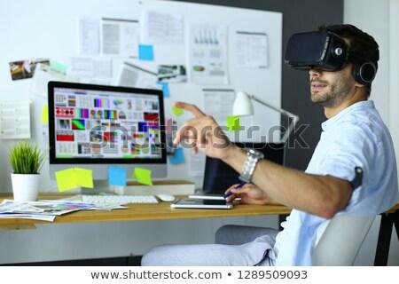 Ingeniero programador pruebas software de trabajo jóvenes Foto stock © ijeab