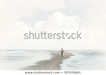 Alleen strand vrouw vergadering rotsen vrouwen Stockfoto © iko