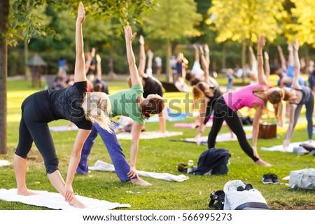 Kadın meditasyon yoga mat park uygunluk spor Stok fotoğraf © dolgachov