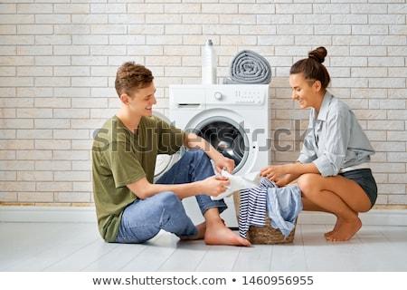Iubitor cuplu Spălătorie frumos tineri zâmbitor Imagine de stoc © choreograph