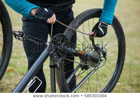 Férfi hegy motoros megjavít bicikli lánc Stock fotó © wavebreak_media