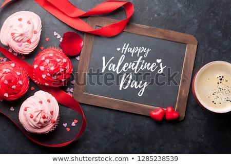 día · de · san · valentín · tarjeta · de · felicitación · corazón · cookies · mesa · de · madera · superior - foto stock © karandaev