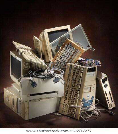 vuilnisbak · verouderd · kantoorapparatuur · laptop · telefoon · zakenman - stockfoto © devon