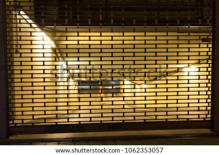 Diminuendo garage porte fila up Hill Foto d'archivio © bobkeenan