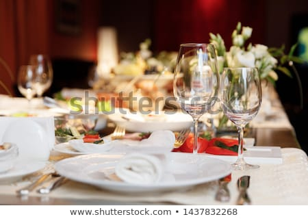 mesa · de · jantar · conjunto · para · cima · restaurante · água · vinho - foto stock © tangducminh