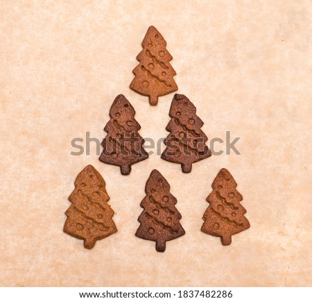Gingerbread cookies arranged in christmas tree shape on wooden plank Stock photo © wavebreak_media