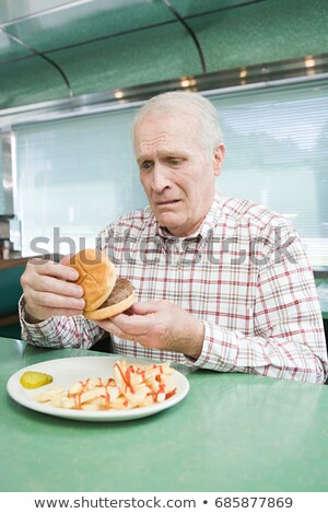yaşlı · adam · bıyık · yeme · Burger · moda · model - stok fotoğraf © is2