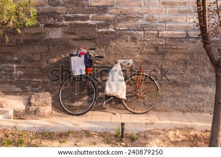 öreg · fekete · bicikli · fém · keret · bicikli - stock fotó © artjazz