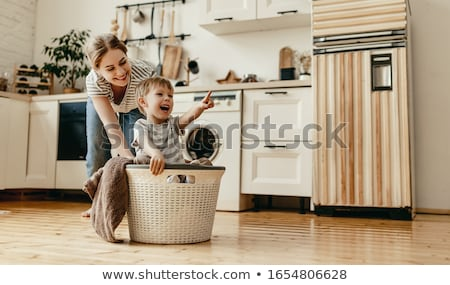Weinig jongen spelen zand familie natuur Stockfoto © silent47
