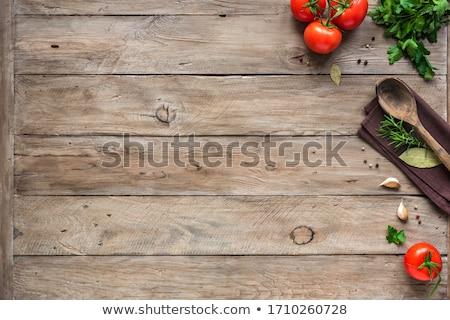 Gıda malzemeler ahşap masa sarımsak yaprakları tablo Stok fotoğraf © justinb
