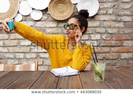 Retrato estudiante gafas de sol sonriendo poi Foto stock © feedough