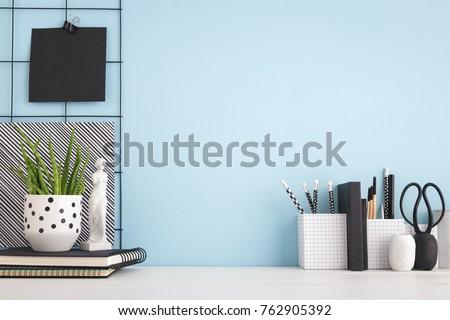 Сток-фото: вверх · ноутбука · чистый · лист · бумаги · бизнеса
