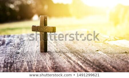 Kruisbeeld icon houten tafel schaduw gebed symbool Stockfoto © wavebreak_media