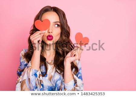 Küçük kırmızı çiçekler biçim kalp taş duvar çiçek Stok fotoğraf © michey