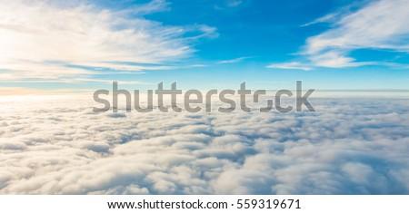 pôr · do · sol · acima · nuvens · ver · avião · janela - foto stock © elenaphoto
