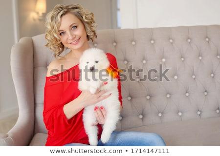 gazdag · nő · piros · drága · kanapé · gyönyörű - stock fotó © ssuaphoto