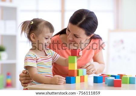 bambina · madre · giocare · parco · giochi · ragazza · sport - foto d'archivio © lopolo