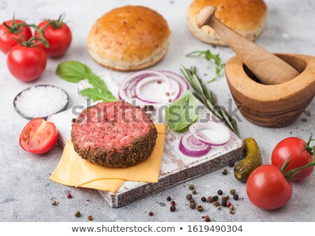 Fresche greggio pepe carne burger vintage Foto d'archivio © DenisMArt