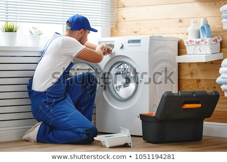 Máquina de lavar roupa reparar para baixo máquina de lavar estilo cara Foto stock © jossdiim