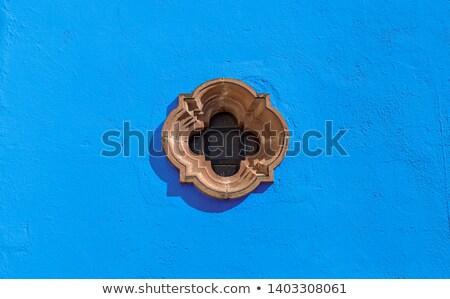 Mavi sömürge duvar pencere tarihsel Stok fotoğraf © jkraft5