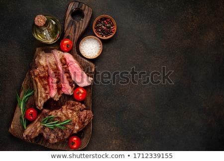 焼き · 野菜 · まな板 · 木製のテーブル · 先頭 - ストックフォト © olira