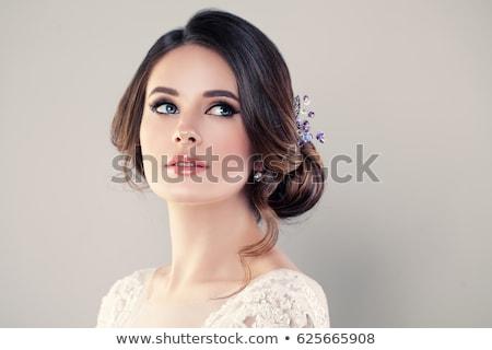 Hermosa novia vestido de novia sesión cama Foto stock © PetrMalyshev