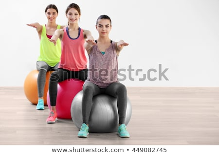 Gelukkig jong meisje gymnasium bal vergadering home Stockfoto © nyul