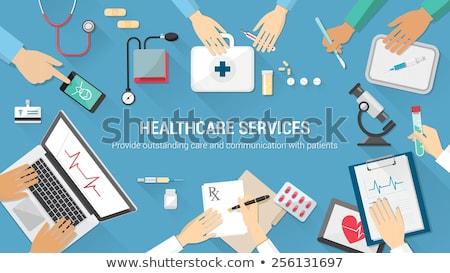 Médico mãos microscópio pílulas médico Foto stock © Kurhan