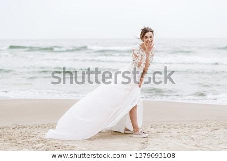 Сток-фото: красивой · молодые · невеста · белое · платье · Постоянный · позируют