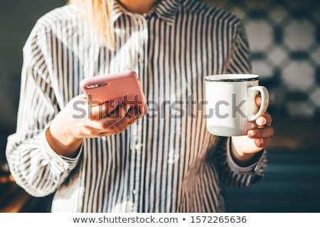 ochtend · nieuws · mooie · jonge · vrouw · beschikbaar · koffiekopje - stockfoto © Fisher