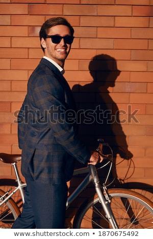 Widok z boku śmiechem dżentelmen elegancki garnitur studio Zdjęcia stock © feedough